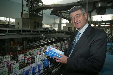 El expresidente de la cooperativa en las instalaciones. | Madero Cubero