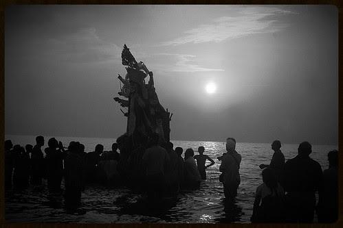 Durga Visarjan Juhu Beach by firoze shakir photographerno1
