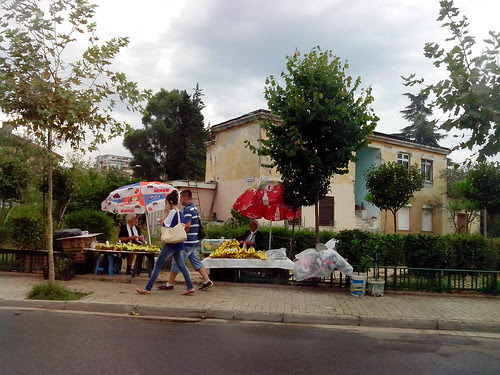 Venditrici di banane a Tirana by Ylbert Durishti