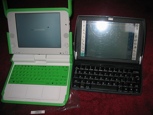 OLPC XO next to a Psion Netbook 2 by wisdomandwonder.com.