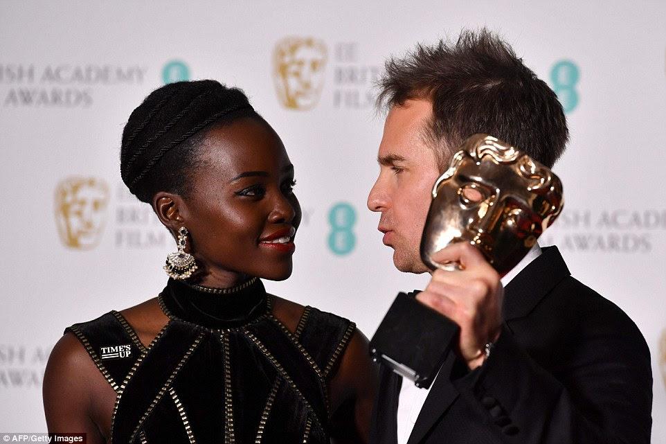 Para você: Rockwell recebeu o prêmio de Lupita Nyong'o