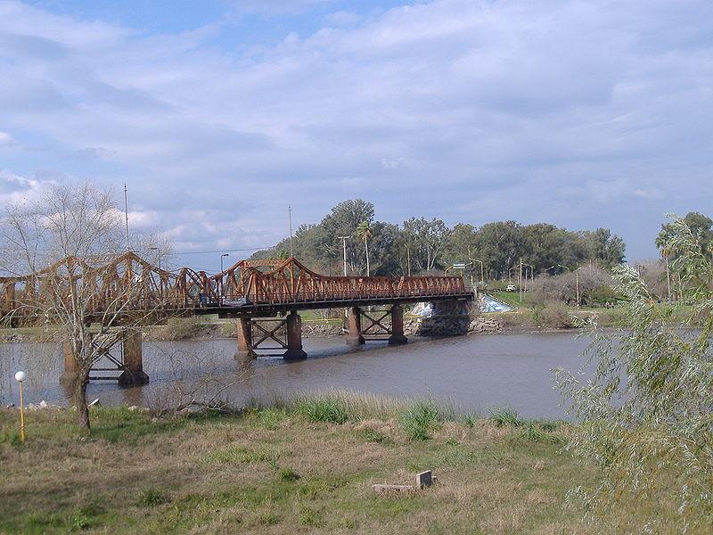 Archivo:Gualeguaychú - Puente de hierro 1.jpg