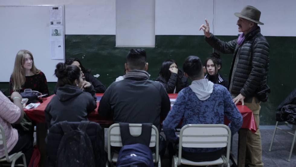 Reza trabaja con los jovenes de Fuerte Apache.