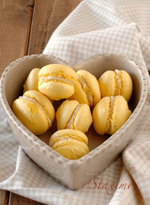 Valentine's macarons