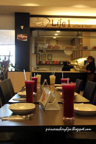 Life 1 Cafe 03
