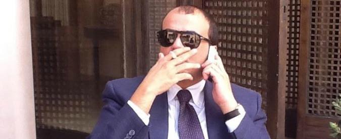 """Report: """"Bagno personale nell'ufficio alle Poste"""". Alfano junior prova a bloccare il servizio. Gabanelli: """"Andrà in onda"""""""