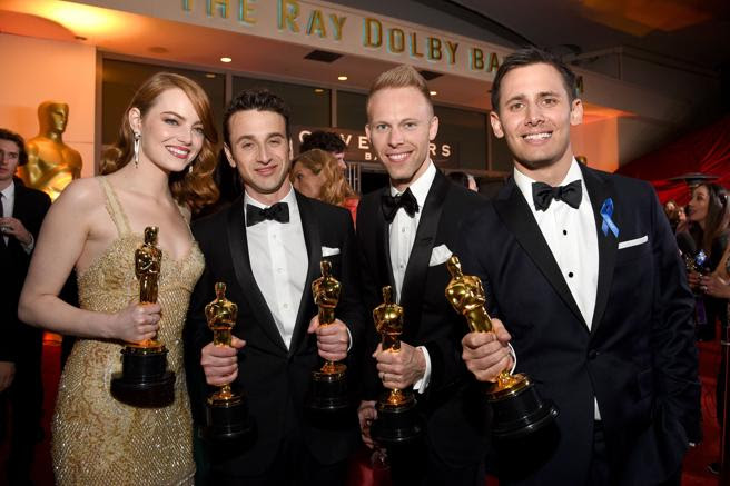 Emma Stone, Justin Hurwitz, Justin Paul y Benj Pasek de La La Land