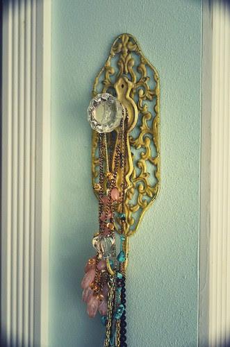 Jewelry knob