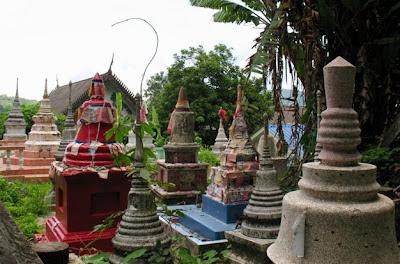Wat Kosit Wihan Cemetery