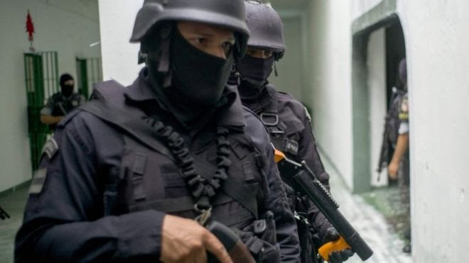 Special Operations team (riot police) in Manaus, 14 Jan 2017