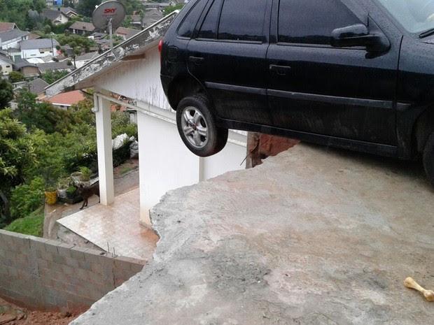 Casa interditada em Campos do Jordão (Foto: Divulgação/Defesa Civil)
