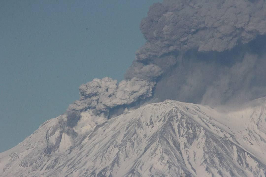 Zhupanovsky volcan, l'éruption du volcan Zhupanovsky, Zhupanovsky éruption du volcan novembre 2016, Zhupanovsky volcan le 20 novembre 2016