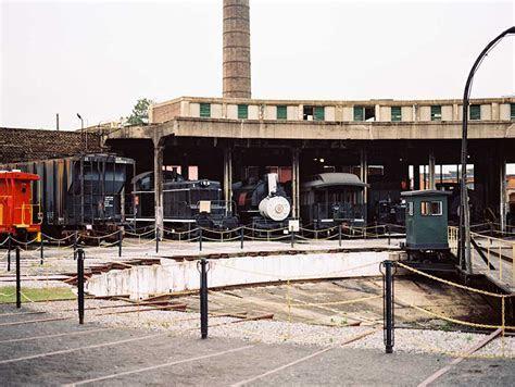Vintage Glam Wedding at The Savannah Roundhouse Railroad