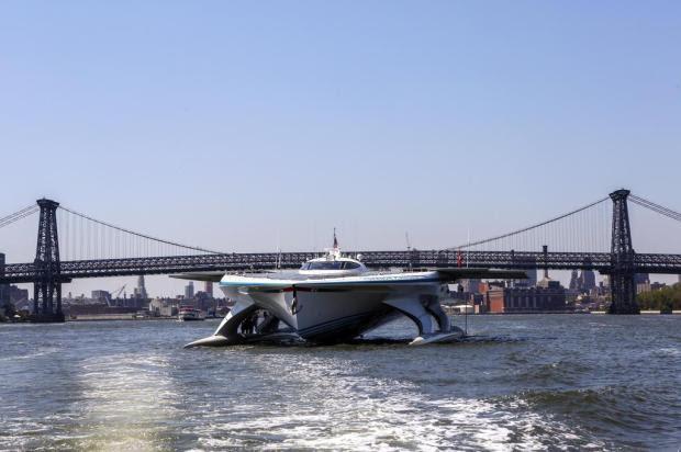 Primeiro barco solar a dar a volta ao mundo é transformado em laboratório em alto mar Jabin Botsford/The New York Times