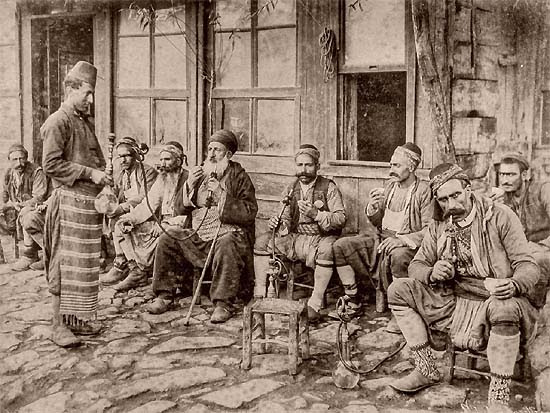 Sébah and Joaillier, photographers of the sultan: Café in Istanbul, end of the 19th century