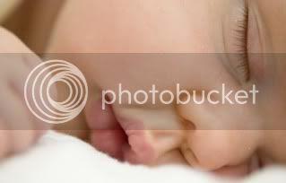 bayi tengah tidur