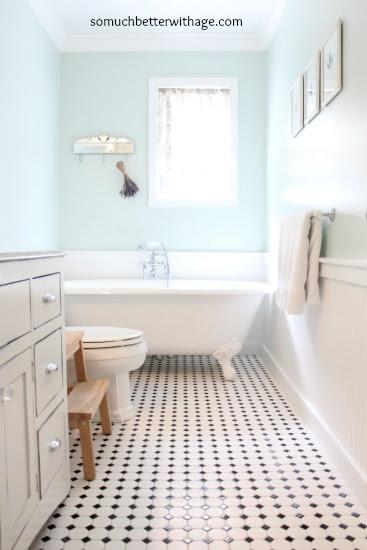 Vintage bathroom www.somuchbetterwithage.com