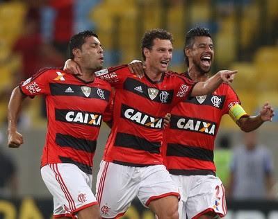 Andre Santos, Elano e Leo Moura gol, Flamengo x Emelec (Foto: AP)