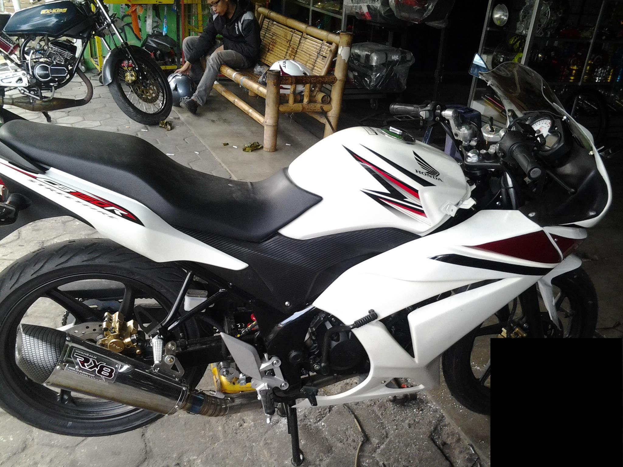 Modifikasi Honda CB150R Streetfire Berfairing Mirip Old Ninja 250