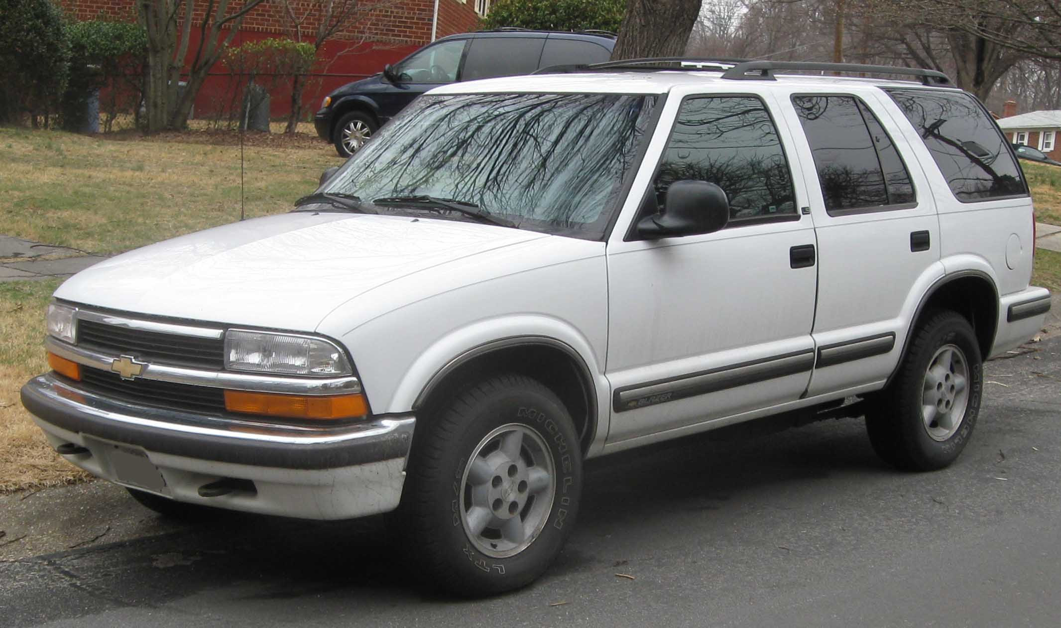 Description 98-05 Chevrolet S-10 Blazer LS 4-door.jpg