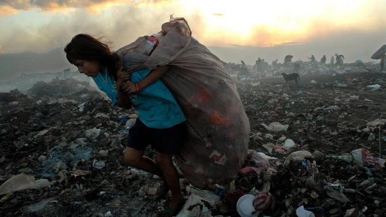 """O Programa de Desenvolvimento das Nações Unidas alertou que """"25 a 30 milhões de pessoas em risco de cair região de volta à pobreza de renda. Isso equivale a mais de um terço da população que sair da pobreza desde 2003."""""""
