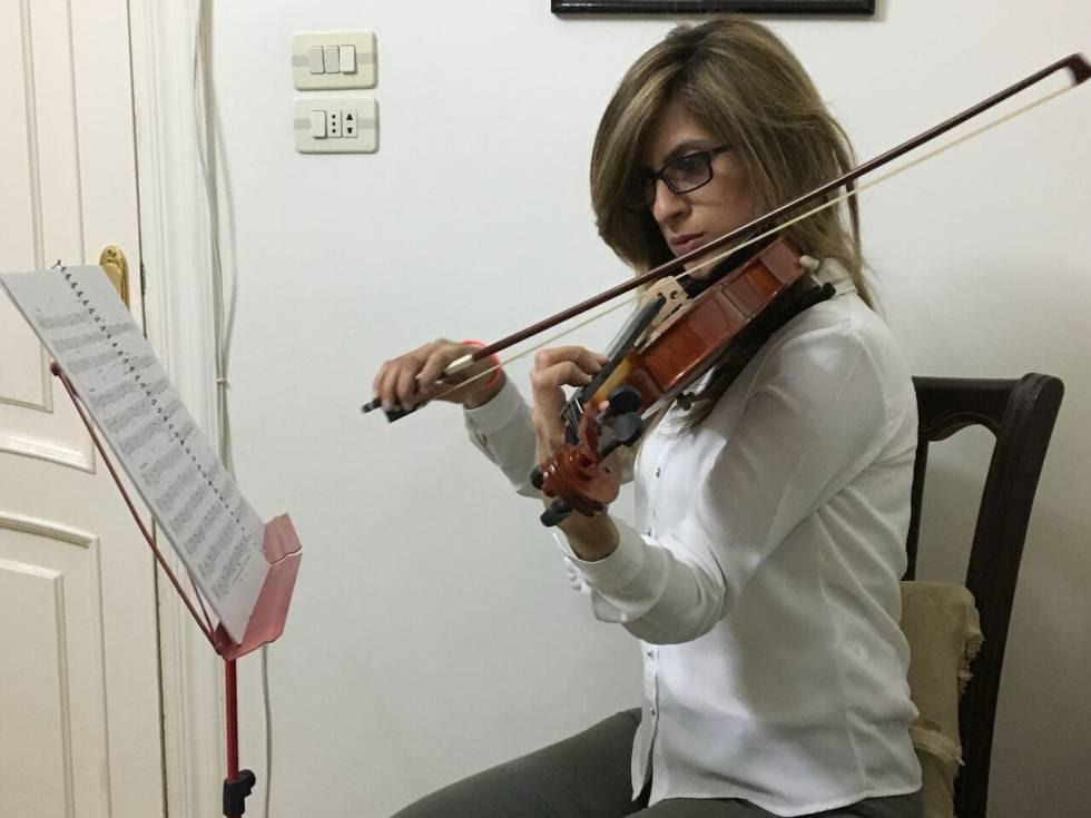 Basma Ourafli en sus clases de violín en Alepo