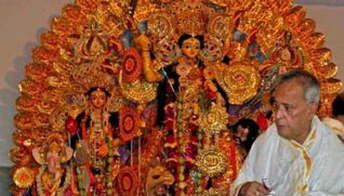 গ্রামের বাড়ির পুজোয় মিরিটিতে রাষ্ট্রপতি প্রণব মুখোপাধ্যায়