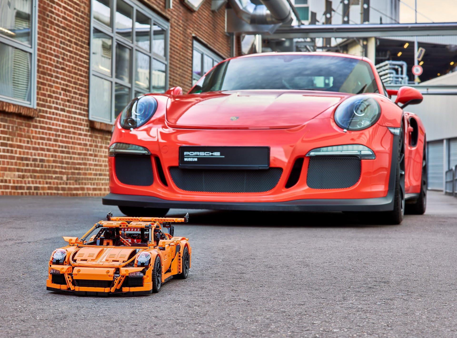 Final Lego Technic Porsche 911 Gt3 Rs Scale Model Rolls Off