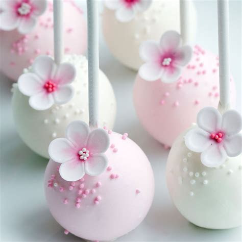 These flower cake pops are absolutely stunning, and would