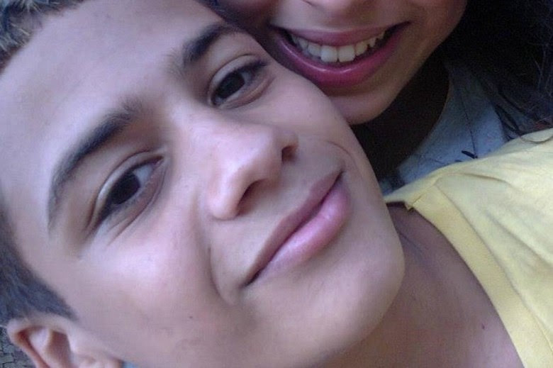 Um adolescente morreu baleado após brincar de assalto na zona norte de São Paulo. O jovem, de 14 anos, abordou uma motorista na rua e ela atirou. A polícia ainda não tem pistas sobre a atiradora