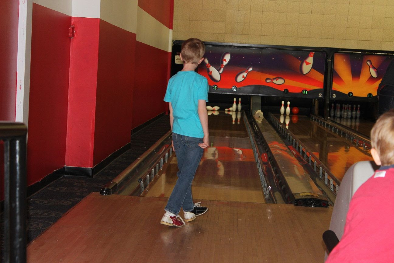 photo bowling20_zpskknaq7is.jpg