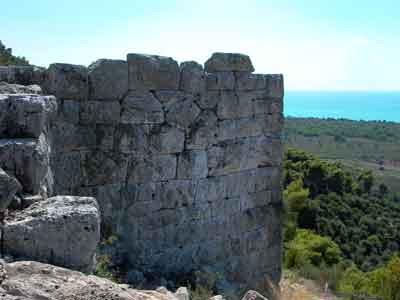 Άποψη των διασωζώμενων οχυρώσεων στην Αρχαία Σαμία