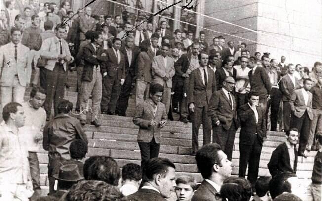 Registros da ditadura mostram trabalhadores protestando no 1º de maio de 1968 na praça da Sé, em São Paulo. Foto: Arquivo Brasil Nunca Mais
