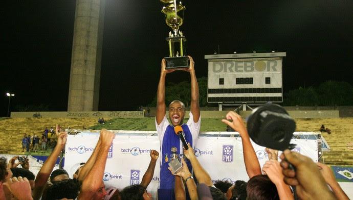 Vila Aurora levanta o último título do Estádio Verdão em 2009 - Copa Mato Grosso (Foto: Edson Rodrigues/Secopa-MT)
