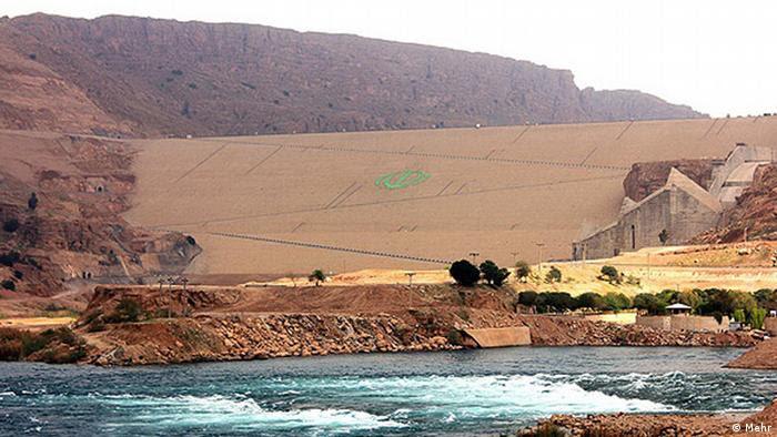 آبی که از سد گتوند رها میشود مسیر خود در استان خوزستان را تا رسیدن به خلیج فارس شورهزار میکند