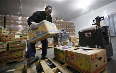 The problem of food insecurity is growing inside the United States. In Seattle, food banks are using high-tech methods to track need and distribution. Despite claims of an economic recovery, working people are still suffering immensely. by Pan-African News Wire File Photos