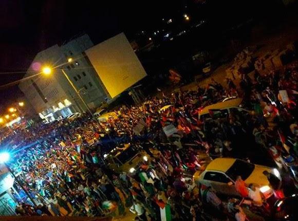 Palestinos fazem maior manifestação em décadas