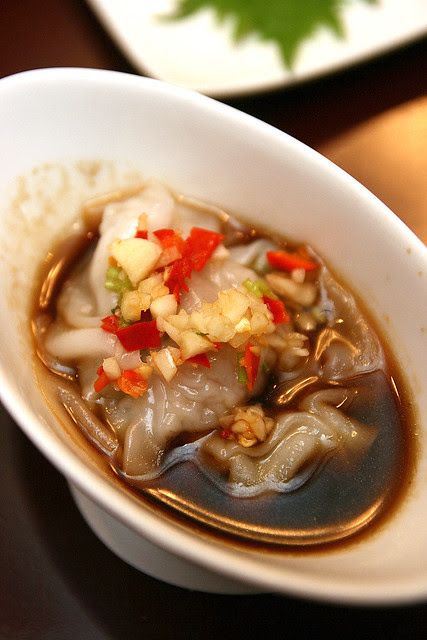 Steamed Pork Dumpling in Spicy Vinegar and Garlic