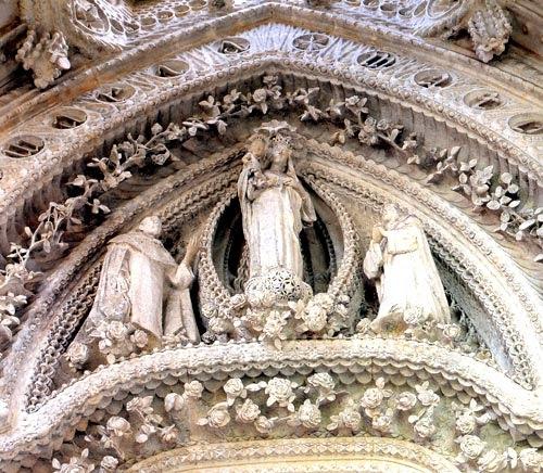 Sagrada Familia / Otros materiales / Parte alta de la puerta del Rosario – Cripta