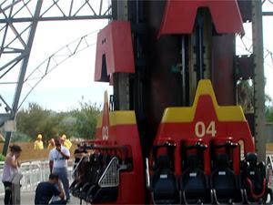Adolescente morre após cair de brinquedo em parque de diversões (Foto: Otávio Gomes Curcino/G1)