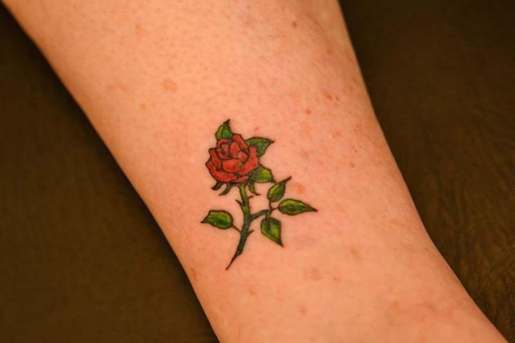 31 Beautiful Flower Tattoos Design On Wrist