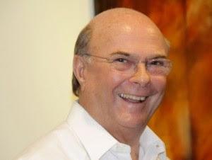Hipólito Mejía iría como candidato a senador por Santiago.