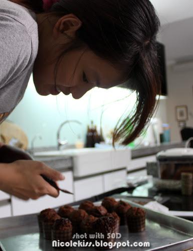 icing chocolate cupcake 3