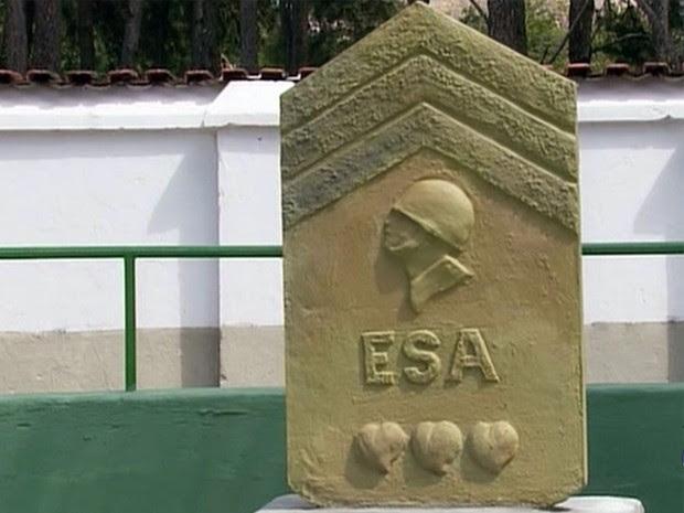 Escultura homenageia 95 anos da Escola de Sargento das Armas, em Três Corações (Foto: Reprodução EPTV)