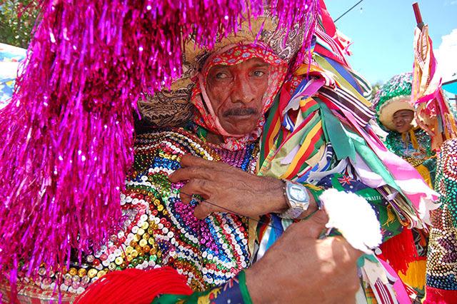 O Maracatu Piaba de Ouro foi fundado em 1977 pelo Mestre Salu. Foto: Ines Campelo/Arquivo DP