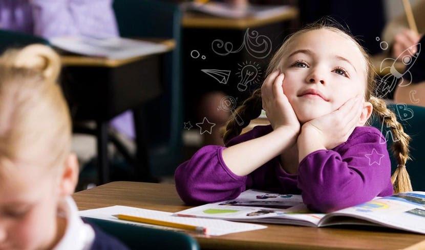 nena aprendiendo con teoría del aprendizaje social