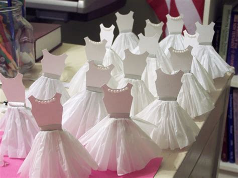How TO: Paper Dress Cupcake Toppers   Make:
