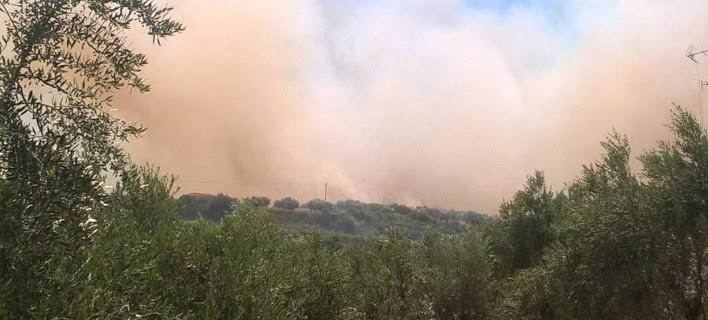 Μεγάλη πυρκαγιά στην Κορώνη Μεσσηνίας -Εφτασε ως τις αυλές των σπιτιών