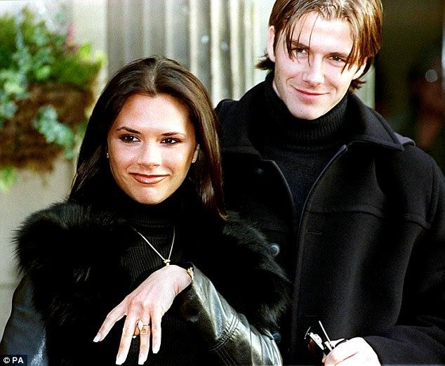 O grande anúncio!  O casal feliz, que compartilham filhos Brooklyn, 16, Romeo, 13, Cruz, 10 e quatro anos de idade, Harper, começou a namorar em 1997 antes de anunciar seu noivado em 1998