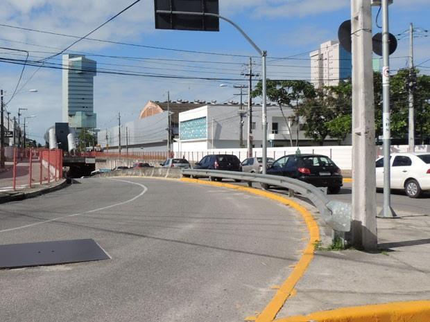 Engarrafamenos já registrados no Túnel Josué de Casto, no Pina, impede instalação do sentido Subúrbio/Cidade da Via Mangue de forma completa (Foto: Vitor tavares / G1)